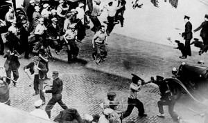 Open battle between striking teamsters armed with pipes and the police in the streets of Minneapolis, June 1934